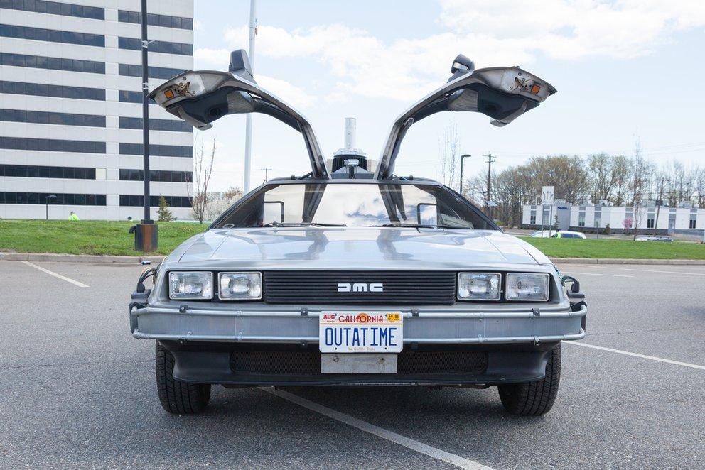 Der DeLorean DMC-12 aus Zurück in die Zukunft kommt zurück in der Zukunft