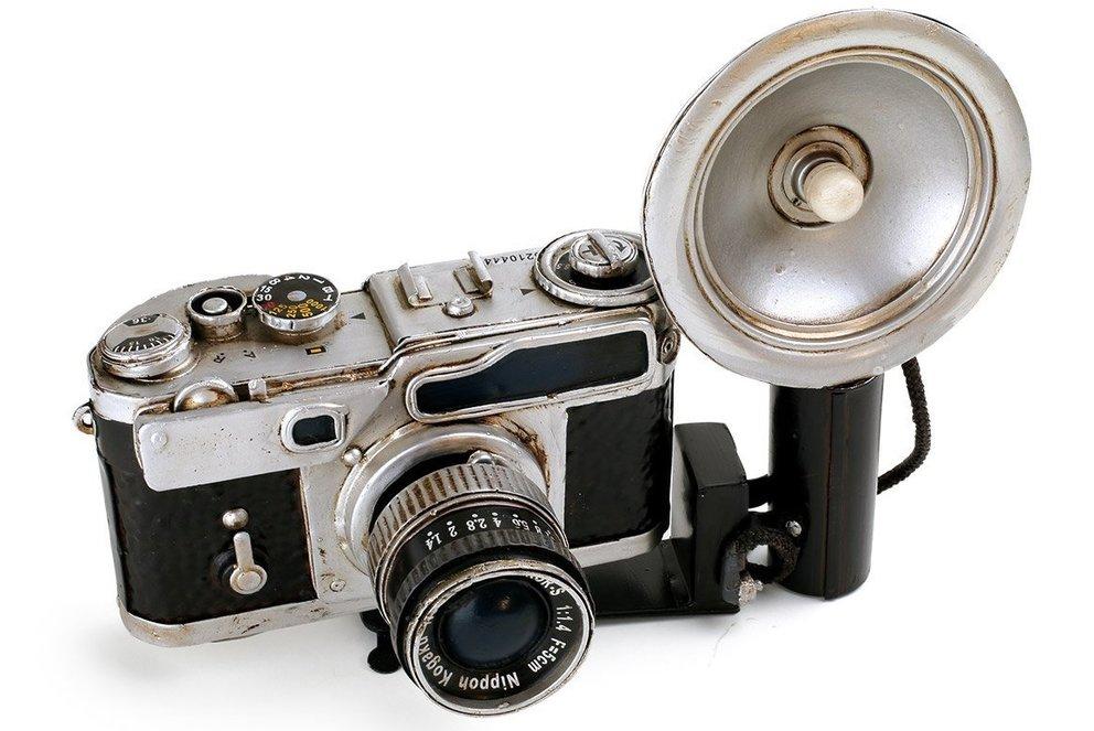 eine vintage kamera ist optimal für ein hipster mädchen
