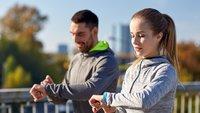 Smartwatch unter 80 Euro: Diese beiden Top-Modelle sind gerade besonders günstig zu haben