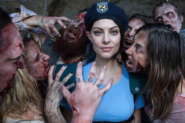 Cosplay: Resident Evil-Schauspielerin wirft sich in das Gewand ihres Charakters