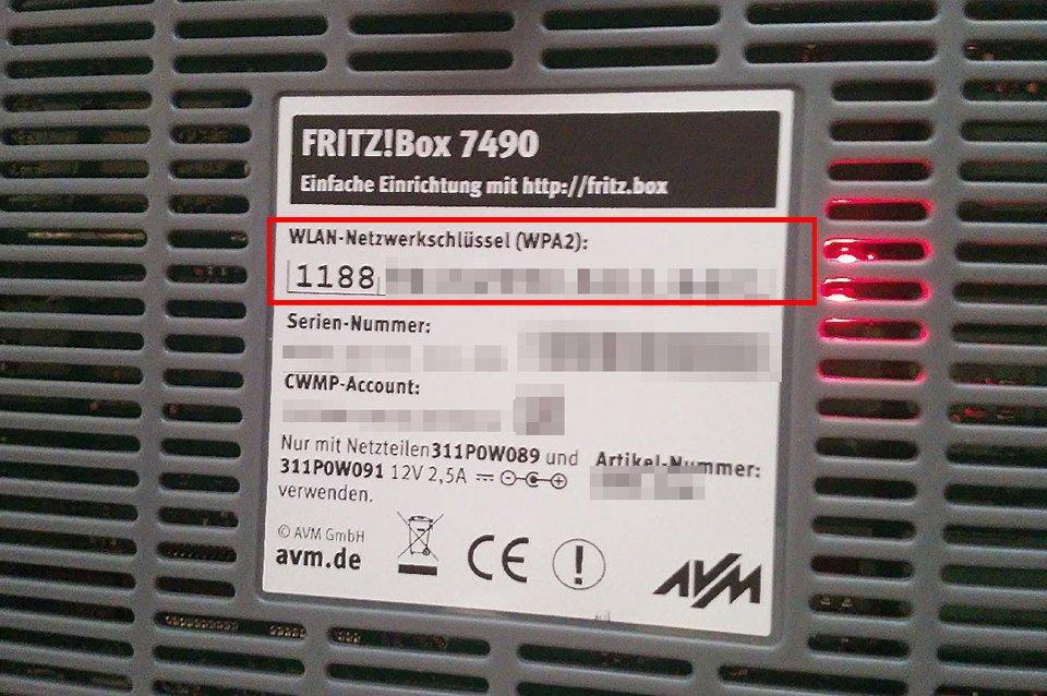 Das Standardpasswort für eure Fritzbox steht in der Regel auf der Rückseite bei WLAN-Netzwerkschlüssel.