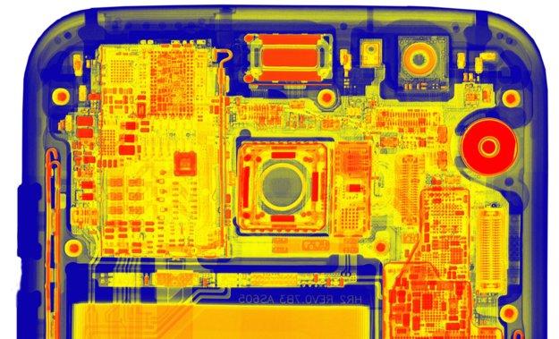 So spannend sieht das Galaxy S7 edge unter einem Röntgengerät aus