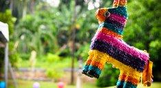 Pinata basteln: Pappfiguren kloppen für den Süßigkeitenregen