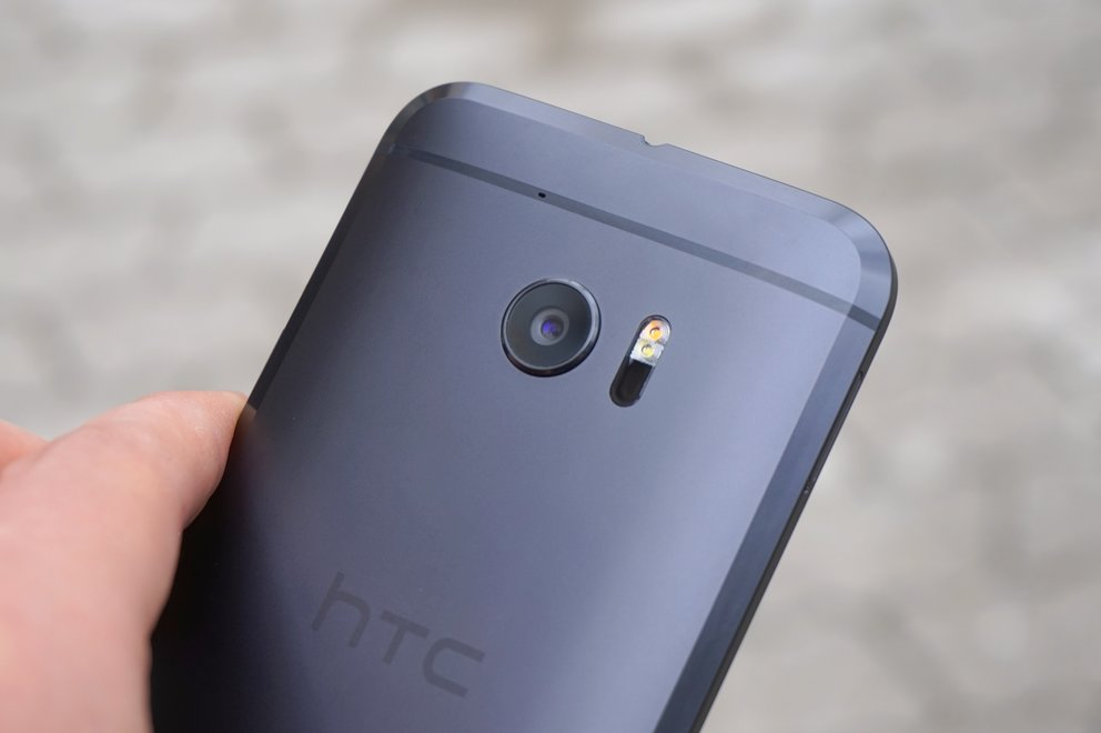 HTC-10-grau-carbon-grey-back-Rueckseite-Hand-Camera-Kamera
