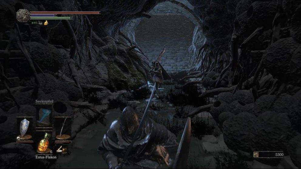 Tipp: Lockt Tsorig soweit weg, bis er langsam wieder zurückgeht und greift ihn dann mit Bogen oder Zaubersprüchen aus der Entfernung an.