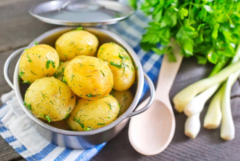 kartoffeln kochen koch tipps zu kochzeit salz und der frage ob kartoffeln mit oder ohne. Black Bedroom Furniture Sets. Home Design Ideas