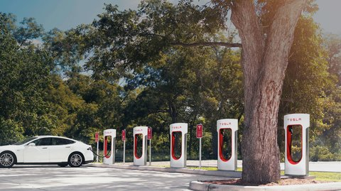 Tesla: Nach Elektroautos produziert das Unternehmen nun Solar-Dachschindeln