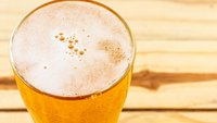 Astra Werbung: Das ist die Musik der witzigen Bier-Werbung ums letzte Sixpack