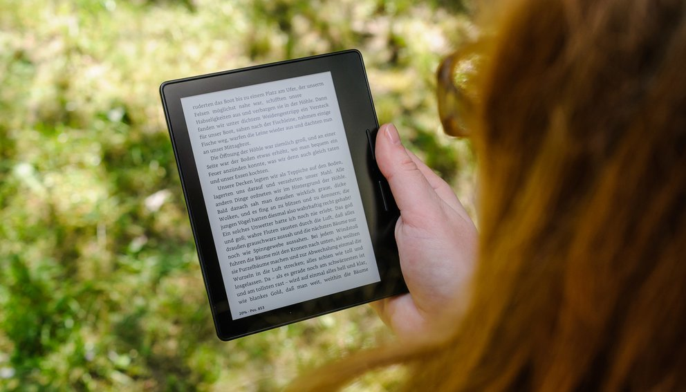 test-kindle-oasis-amazon-hand