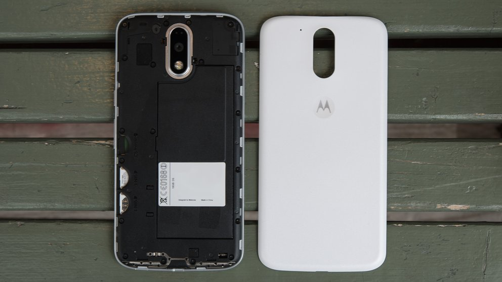 Moto G4 Plus, entblättert: abnehmbare Rückseite, aber kein wechselbarer Akku