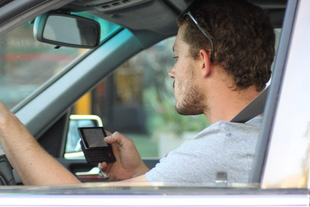 Fahrverbot für Handy am Steuer? Verkehrspolitiker fordern härtere Strafen
