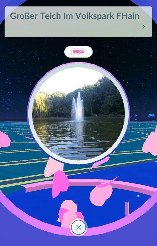 In diesem PokéStop ist ein Lockmodul angebracht, was euch und anderen Spielern 30 Minuten lang wilde Pokémon bringt.