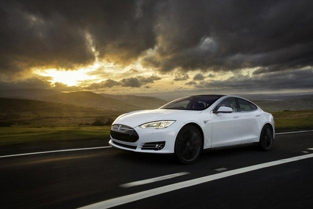 Tesla Model S: Fahrer stirbt während Autopilot aktiv ist