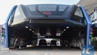 China bekommt Bus, der über Stau hinwegschwebt