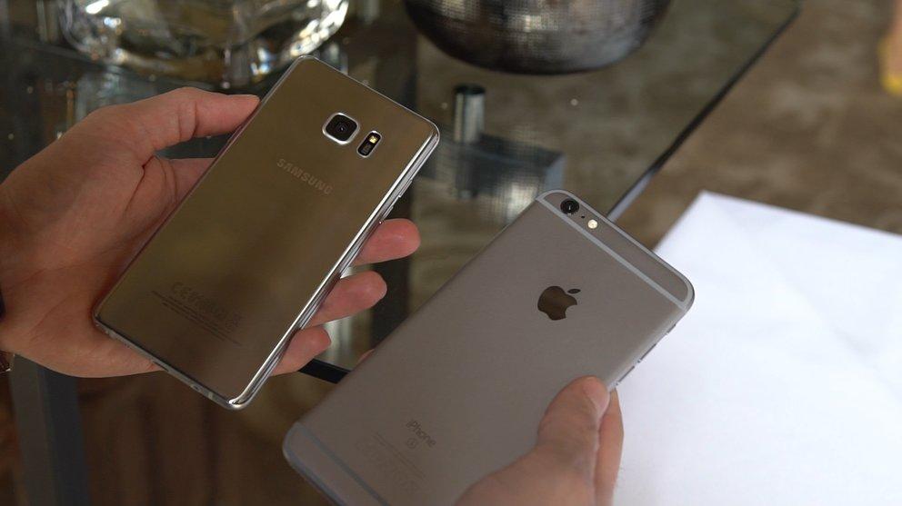 iphone vergleich in der hand.04_01_42_07.Standbild003