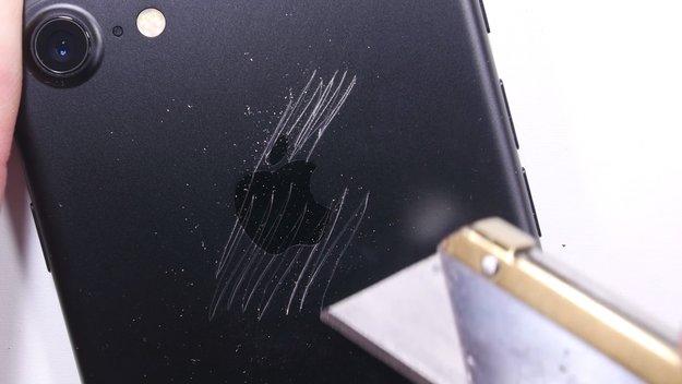 """iPhone 7 überlebt Extremtest: Kein Bendgate, Display """"hitzebeständig"""" und gefeit vorm Schlüsselbund"""