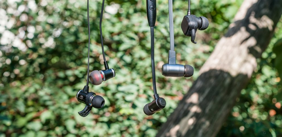 test-in-ear-headsets-bluetooth