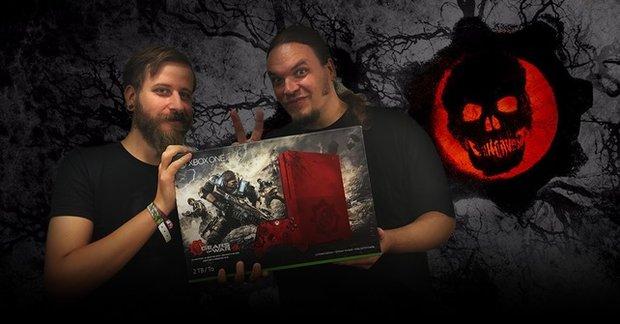 """Xbox One S ausgepackt: Wir zeigen Dir die limitierte """"Gears of War 4""""-Edition!"""