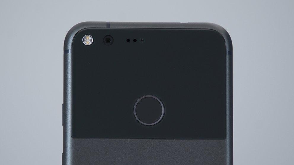 Google-Pixel-XL-Black-05607