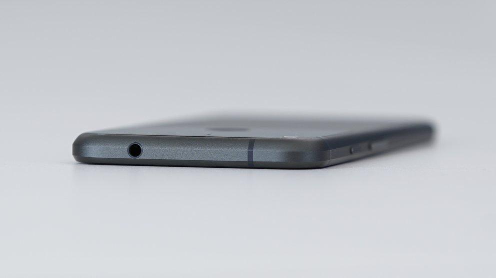Google-Pixel-XL-Black-05612