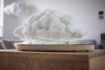 Making Weather: Schwebender Bluetooth-Lautsprecher in Wolkenform.