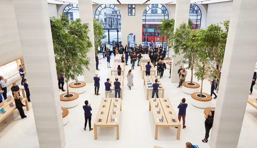 Im Londoner Apple Store sind die Design-Blumentöpfe offenbar bereits im Einsatz.