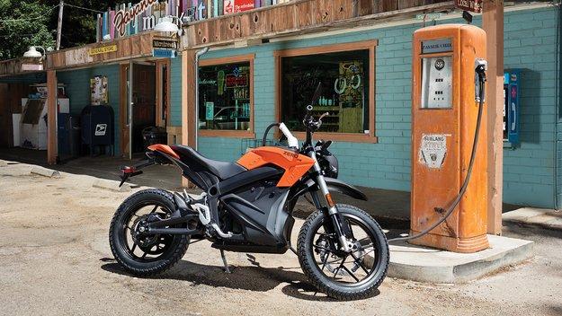 Von Berlin nach Hamburg mit einer Akkuladung: Zero stellt Reichweitenrekord für E-Motorräder auf