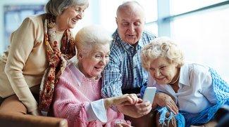 Smartphones für Senioren: Auch im Alter den Anschluss nicht verlieren