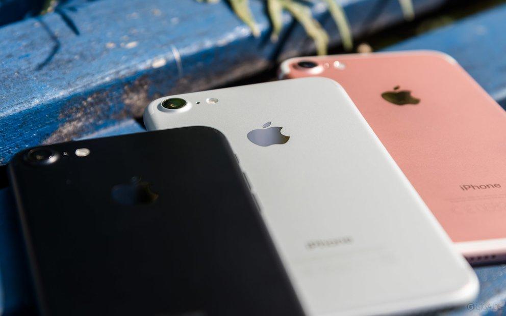 Das Rot des iPhone 7s wird deutlich kräftiger als das Rosa des iPhone 7, hier im Bild.