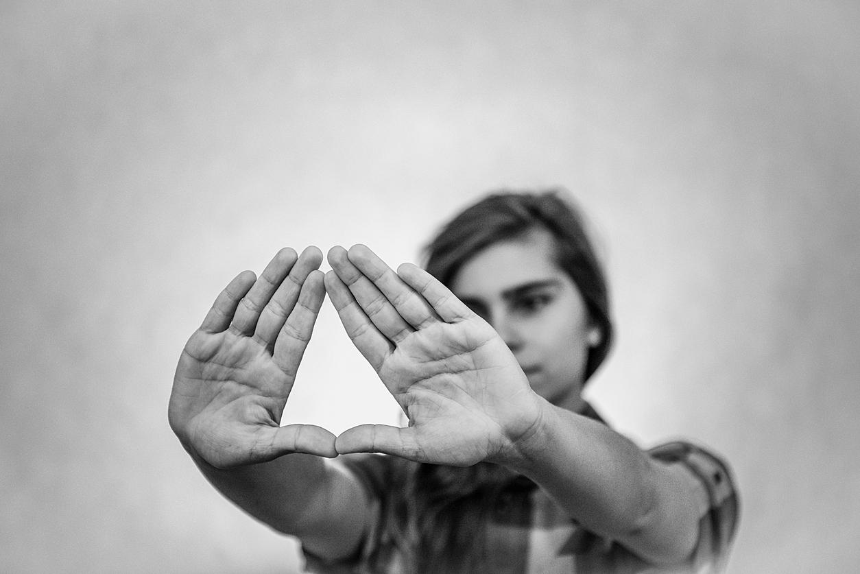 Bedeutung jugend handzeichen Mano cornuta