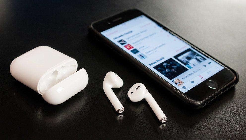 airpods werbung l sst song verk ufe in die h he schie en giga. Black Bedroom Furniture Sets. Home Design Ideas