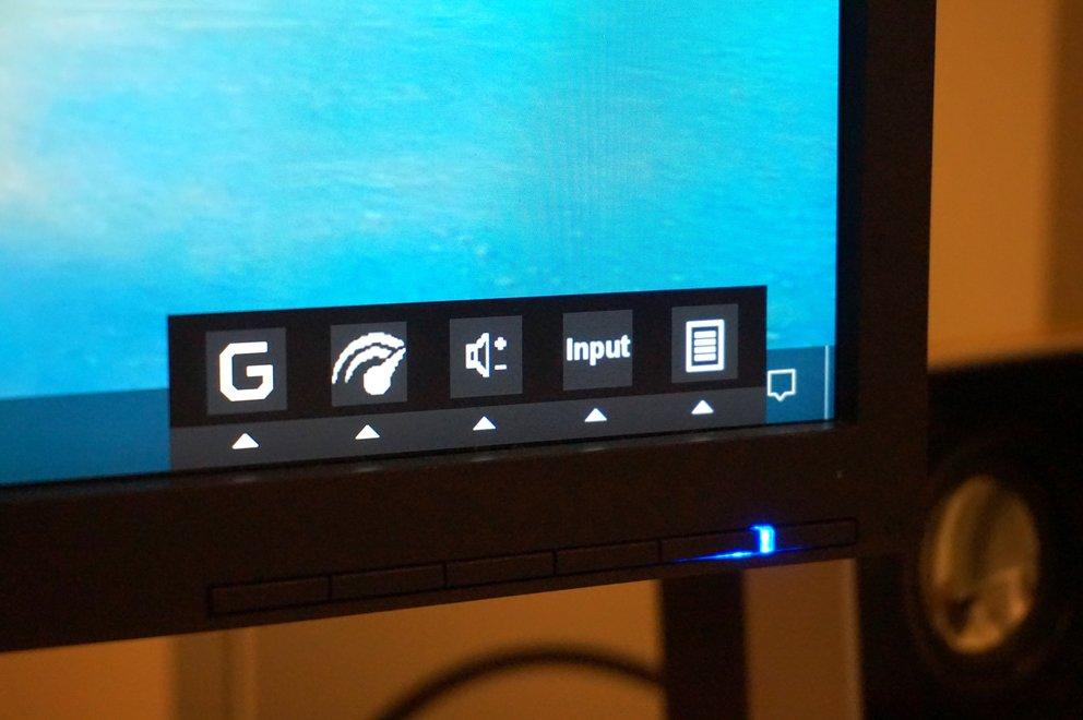 Die Icons könnten verständlicher sein, trotzdem ist das über Drucktasten bedienbare OSD brauchbar