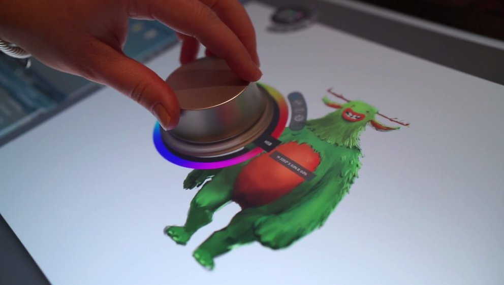 Dells Totems erinnern an Surface Dial (Quelle Screenshot: Herstellervideo)