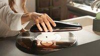 Smarter Plattenspieler dreht sich um die Platte