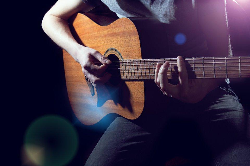 Hier wird unplugged gespielt. Bildquelle: AlekZotoff