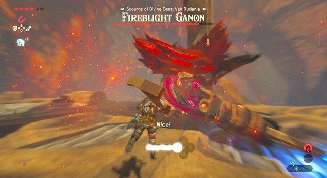 Weicht dem Feuerschwert des Boss-Gegners aus, damit ihr ihn kontern könnt.