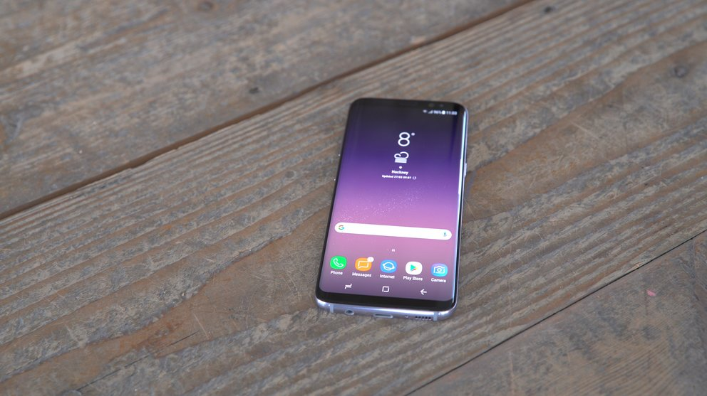 Samsung-Galaxy-S8-Stills-liegend-front-display-homescreen-q_giga