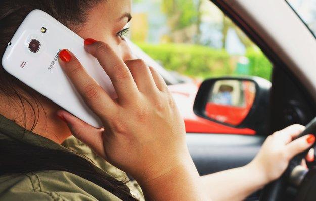 Meinung: Hört endlich auf, das Smartphone beim Autofahren zu benutzen