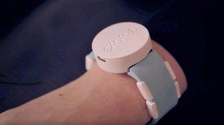 Dieses Armband lässt Parkinson-Patientin wieder schreiben