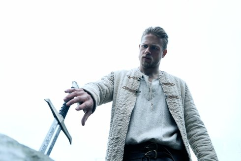 king-arthur-legend-of-the-sword-mit-charlie-hunnam
