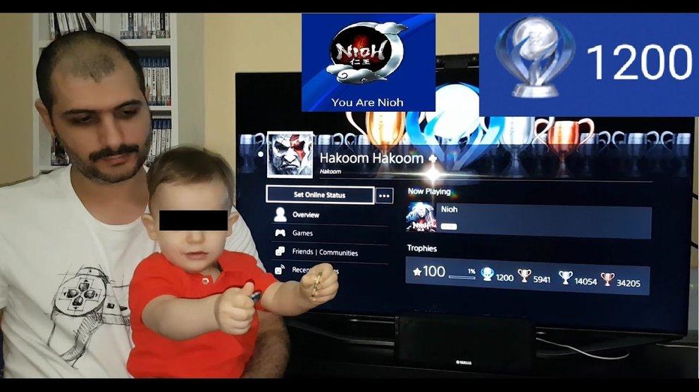 Links: der erfolgreichste PlayStation-Spieler der Welt. Rechts: Sein Sohn.