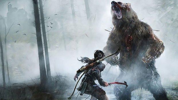 Tomb Raider: Lara Croft-Cosplayerin posiert mit riesigem Bären