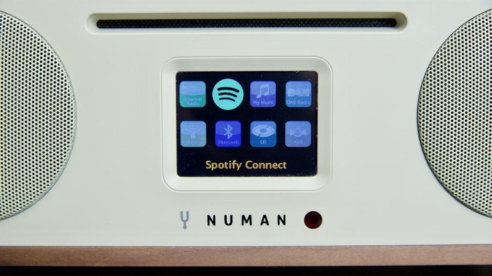 Alle wichtigen Infos zeigt das zentrale Farb-Display des Numan Two