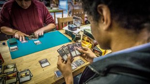 Magic The Gathering-Duell endet im Messerstecherei
