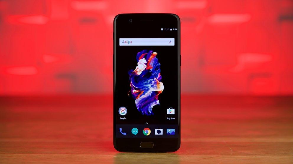 Auch das OnePlus 5 besitzt eine Stock-nahe Android-Software.