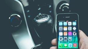 Ab heute wird es teuer: Handy am Steuer bringt höhere Strafen und Fahrverbote