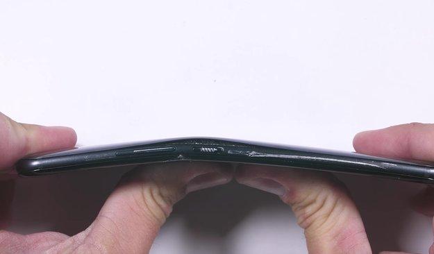 HTC U11: Zerkratzt, verbogen und verbrannt – so robust ist das Smartphone wirklich