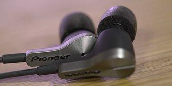 Pioneer Rayz Plus im Test: Der Lightning-Kopfhörer mit Ladebuchse