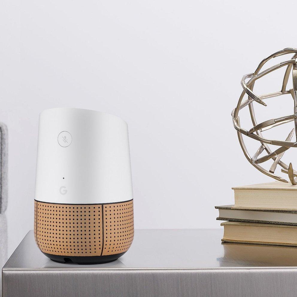 Google Home im Leder-Skin. Bildquelle: MYRIANN via Amazon