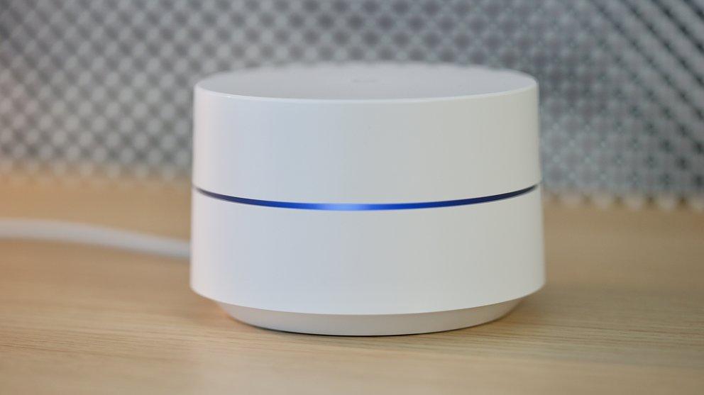 Google Wifi leuchtet – außer man stellt es ab.